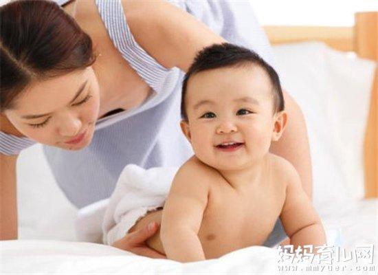 宝宝几个月会翻身 宝宝会翻身的两大信号早知道