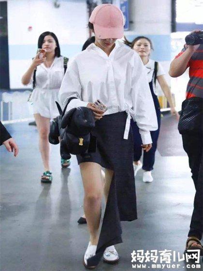 杨紫一条破烂裙瘦出新高度 网友大跌眼镜同时直呼受不了