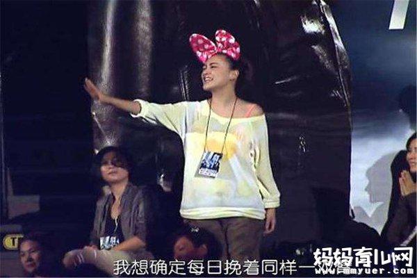 甜炸了!陈小春演唱会为应采儿唱的那首歌叫什么上热搜
