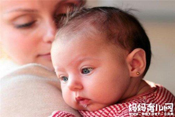 危机四伏要当心!新生儿睡觉时抽搐怎么回事有6因