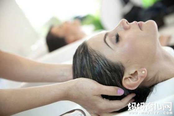 产后护理小常识:告诉你坐月子可以洗头吗?