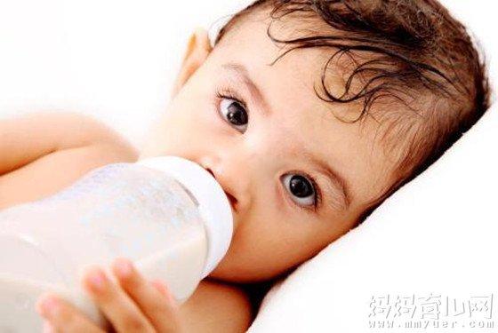 小孩吐奶是什么原因造成的 第一个原因居然占了90%