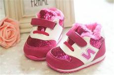 1岁半宝宝冬天穿什么鞋  这4种鞋千万别再给宝宝穿了!
