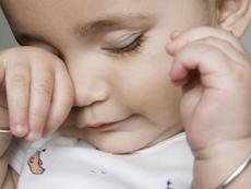 宝宝揉眼睛千万别忽视 宝宝总爱揉眼睛常见的4个原因