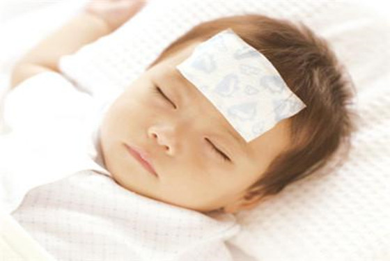 别再为宝宝发烧而手足无措 小孩发烧物理降温法步骤