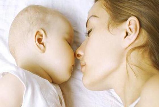 怎么办?新生儿频繁吃奶不睡觉又和它有关
