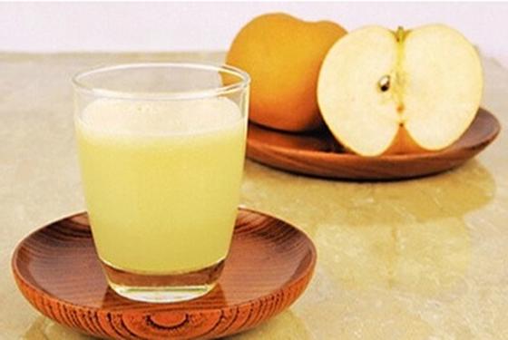 手足口病饮食讲究多 手足口病能喝榨的梨子汁吗