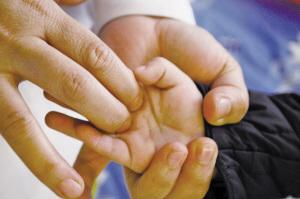 孩子咳嗽按摩哪里好得快 超管用的小儿推拿手法(图解)