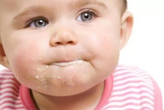 孩子吐奶严重怎么办 宝宝吐奶三大原因分析(超详细)
