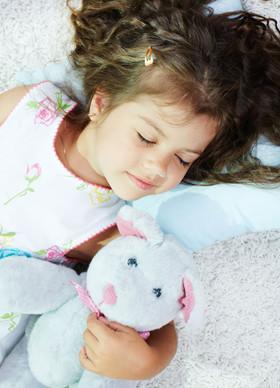 孩子睡前千万别吃这6种食物 不仅孩子会变笨还不长个