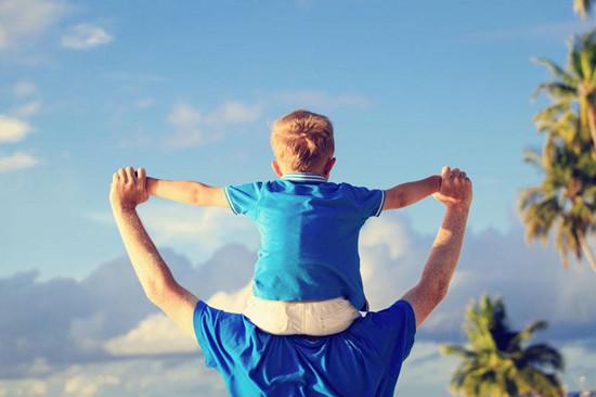 带孩子旅行的意义居然这么大 建议父母多带孩子看看世界