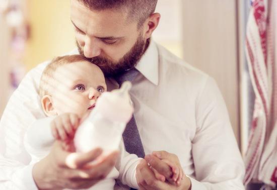 新生儿拉稀是什么原因 新生儿拉稀怎么办