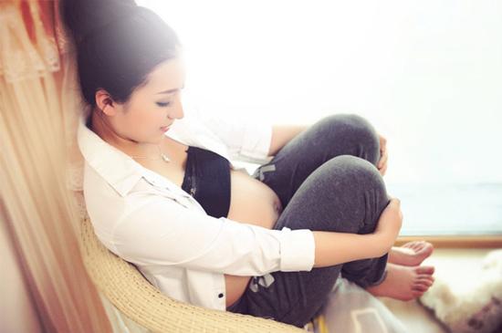 怀孕小腹硬硬的怎么回事 孕晚期肚子硬是要生女儿吗