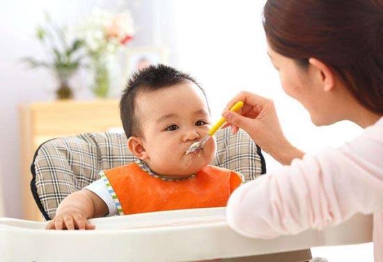 婴儿辅食添加时间表 宝宝几个月开始吃鸡蛋合适