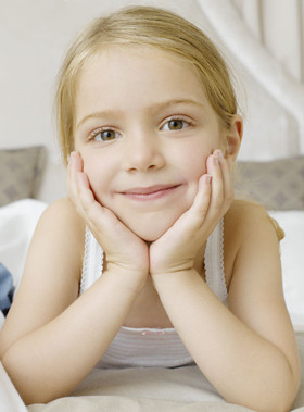 托班健康活动《宝宝的脸》找到五官相应的位置