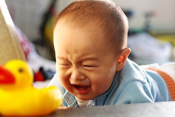 婴儿吃撑了有什么症状 婴儿吃撑怎么快速解决