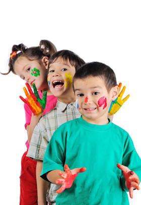 托班艺术活动《小手印》 体验手印画的乐趣