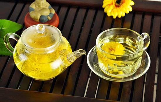 坐月子上火了怎么办 坐月子上火可以喝菊花茶吗