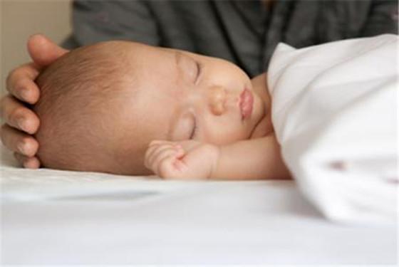 新生儿睡眠少且难入睡其实没那么可怕 别/