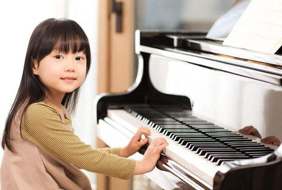 学钢琴的最佳年龄是几岁 学钢琴的好处和坏处