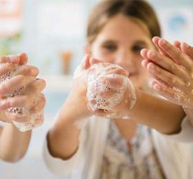 托班健康教案《讲卫生爱清洁》 懂得保持讲卫生的习惯