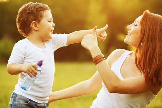 夸奖孩子的经典语句 表扬孩子就用这五个方法