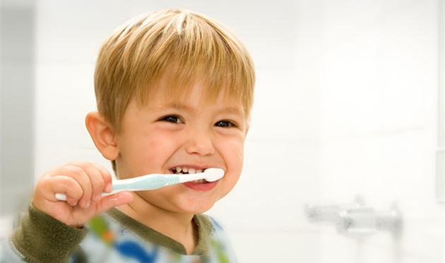 宝宝多大可以刷牙?#31185;?#23454;很多妈妈都弄错了!