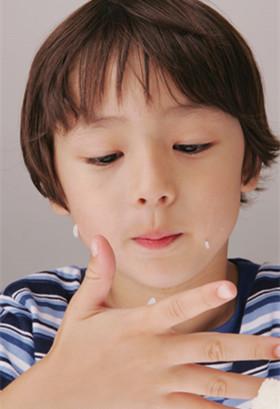 """孩子愛吃零食怎么糾正 四招教你""""對癥下"""