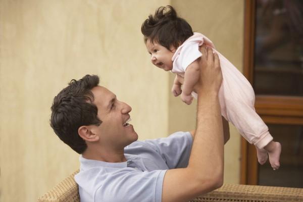 孩子说话晚是什么原因 孩子说话的早晚跟家庭密切相关