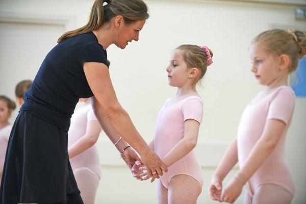 真后悔让女儿学舞蹈 专业的培训机构是入学的第一条件