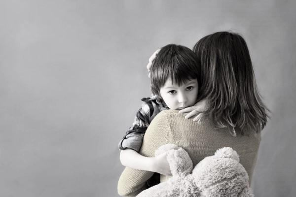 自闭症是如何造成的 我们应该如何对待自闭症儿童