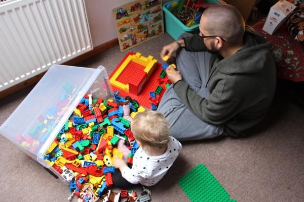 为什么要给宝宝玩积木 想要丰富孩子的大脑玩积木即可