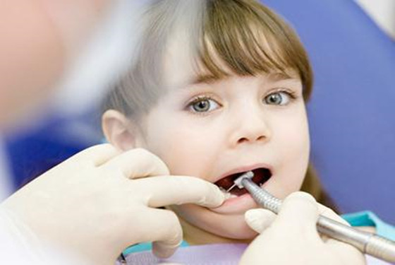 孩子矫正牙齿的三个最佳年龄段 妈妈别掉以轻心哦