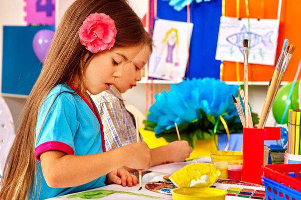 小班简单有趣的公开课 小班美术公开课教案认识颜色