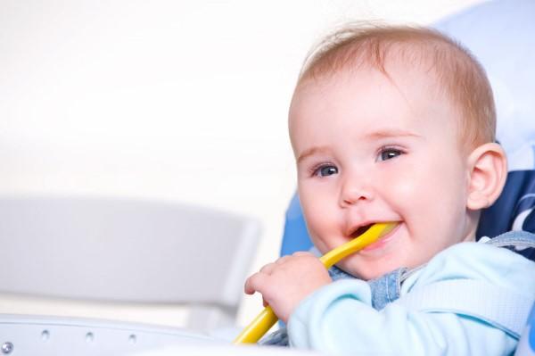 如何锻炼孩子自主进食 这几个步骤很关键