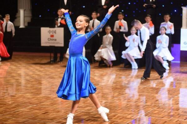 孩子学国标舞的好处 要孩子更自信国标舞是最好的选择