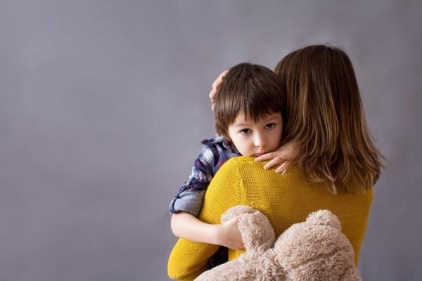 为什么孩子会走路后却总让抱 原因很暖心