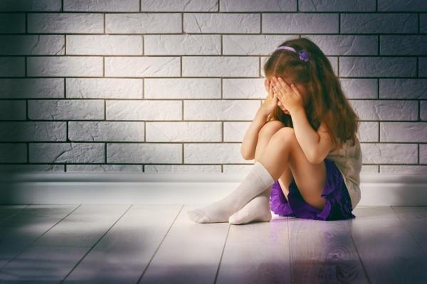 为什么孩子容易玻璃心 也许是他们过得生活太假