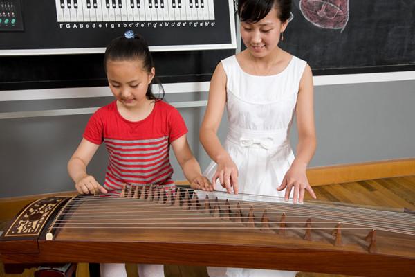 女孩学什么乐器比较好 聪明的家长都是这样选择的
