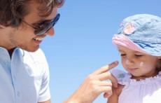 如何为宝宝选择防晒产品 这样给宝宝选才能安心护肤