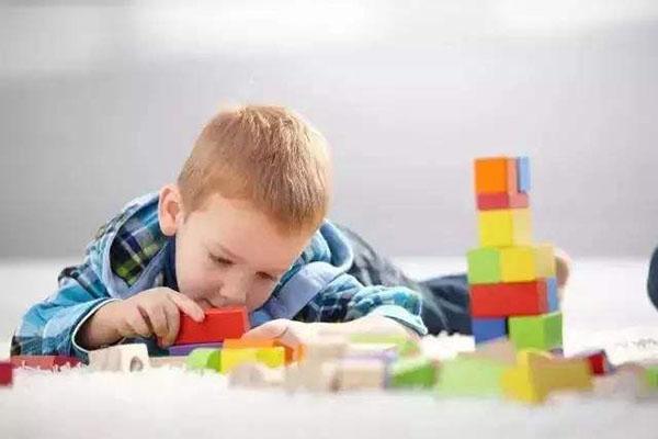 提升孩子专注力的四个方法 越早用越有效!