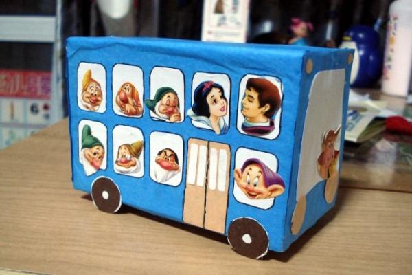 简单手工小汽车的做法 孩子的乐趣其实很简单图片