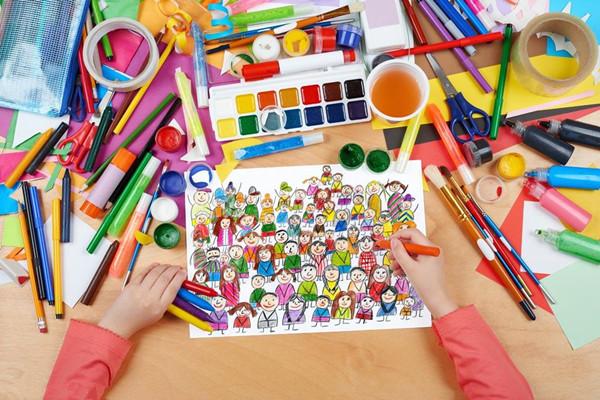 孩子喜欢在墙上乱涂乱画 改变孩子坏习惯就是这么简单