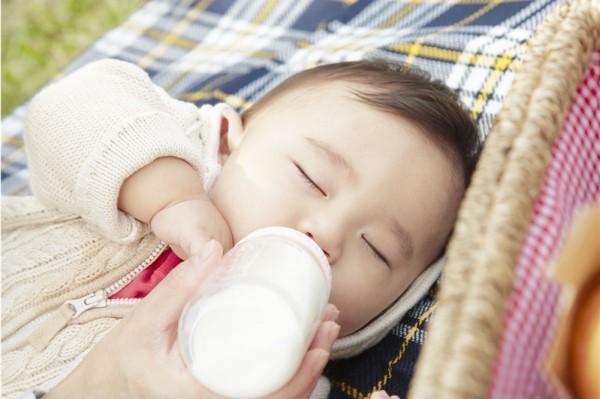 崔玉涛建议几岁停止喝奶粉 宝宝配方奶喝到几岁好