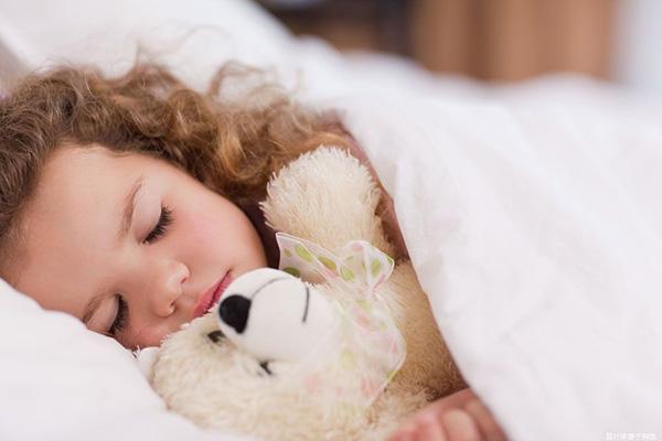孩子不敢自己睡怎么办 别再吓孩子用这几招安抚为上
