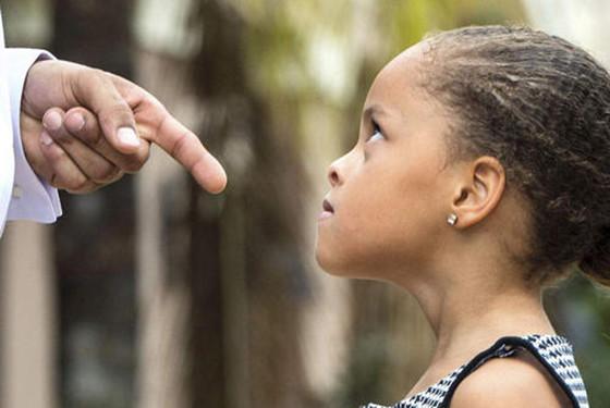 为什么父母总是贬低你 原来,这五个原因是主因