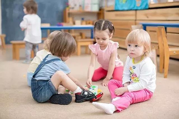 孩子在幼儿园不合群家长负全责 要注意这些细节教育