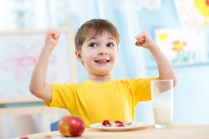 小孩发烧能吃水果_宝宝发烧期间不能吃什么食物? - 妈妈育儿网